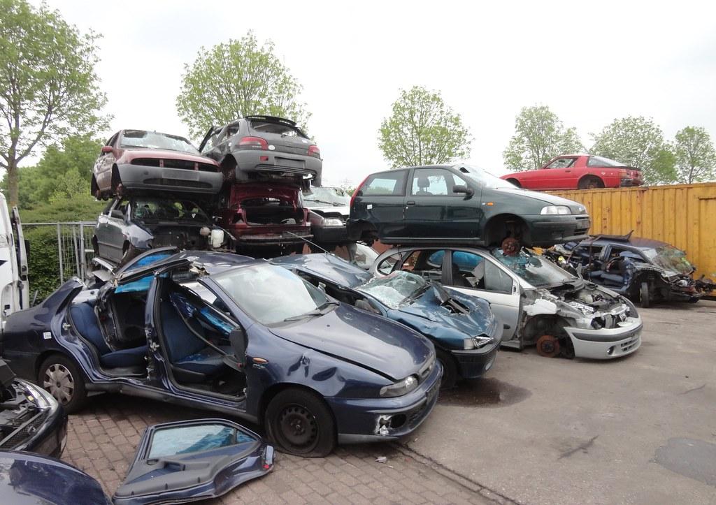 car wrecks / scrap heap | scrapyard / autodemontage De Mars