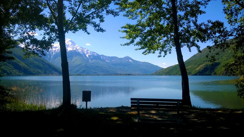 Panchina vista lago
