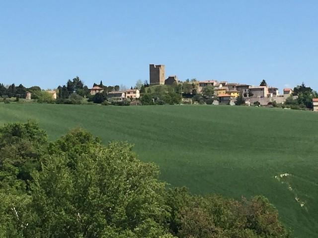 Isola (Marche) - il borgo e la torre