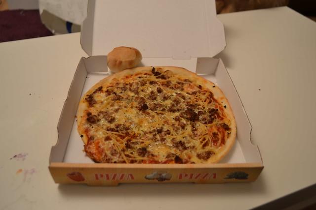 Pizza Spaghetti Bolognese vom Lieferdienst März 2016 (120FAITH_4174)