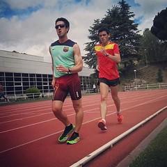 Dicen que se pierde velocidad con los años, yo he guardado una poca en un frasquito para tirarle algún 400 a @diegogarciacarrera #Mizuno #hitogami #racewalk #athletics