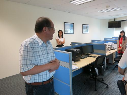 圖13莊理事長拜訪中油公司新加坡子公司同仁