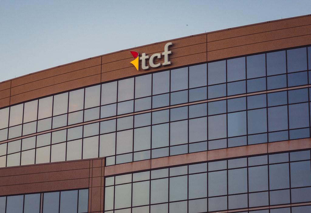TCF Bank Corporate Building | 11100 Wayzata Boulevard, Minne