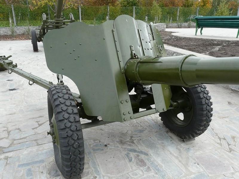 85 mm divisional gun D-44 6