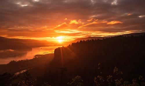 landscape sunrise columbiagorge vistahousecrownpoint oregon