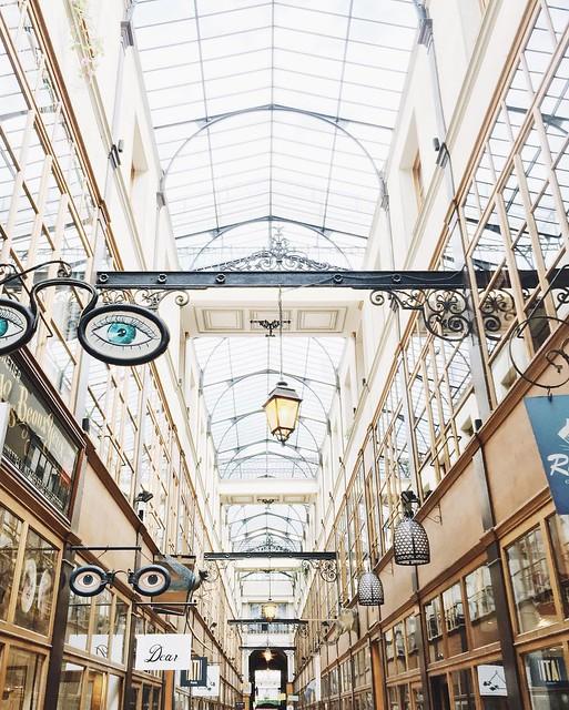 J'adore ce passage, je crois que c'est de loin celui que je préfère à Paris. J'en ai peut être raté de magnifiques dans d'autres quartiers peut être. Vois c'est lequel votre préféré ❤️ ? #EBParisCityGuide