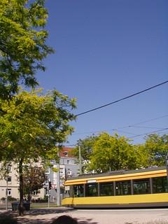 Weinbrennerplatz mit Straßenbahn Linie 1