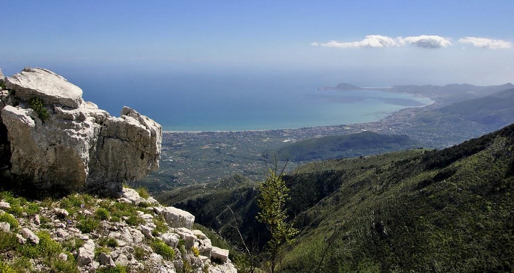 Il Golfo di Gaeta dalla cresta di Monte Vomero... | Dopo un'… | Flickr