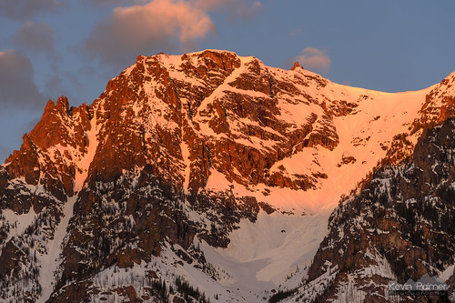 beartoothmountains montana spring may morning nikond750 eastrosebudcampground alpine custernationalforest early dawn sunrise color colorful clouds orange red gold golden sunlight snow snowcapped valley nikon180mmf28 telephoto avalanche