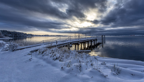 britishcolumbia bc colwood royalroads esquimaltlagoon winter snow weather calm water seascape seashore clouds morning sunrise dawn cold dock wharf reflection prioux