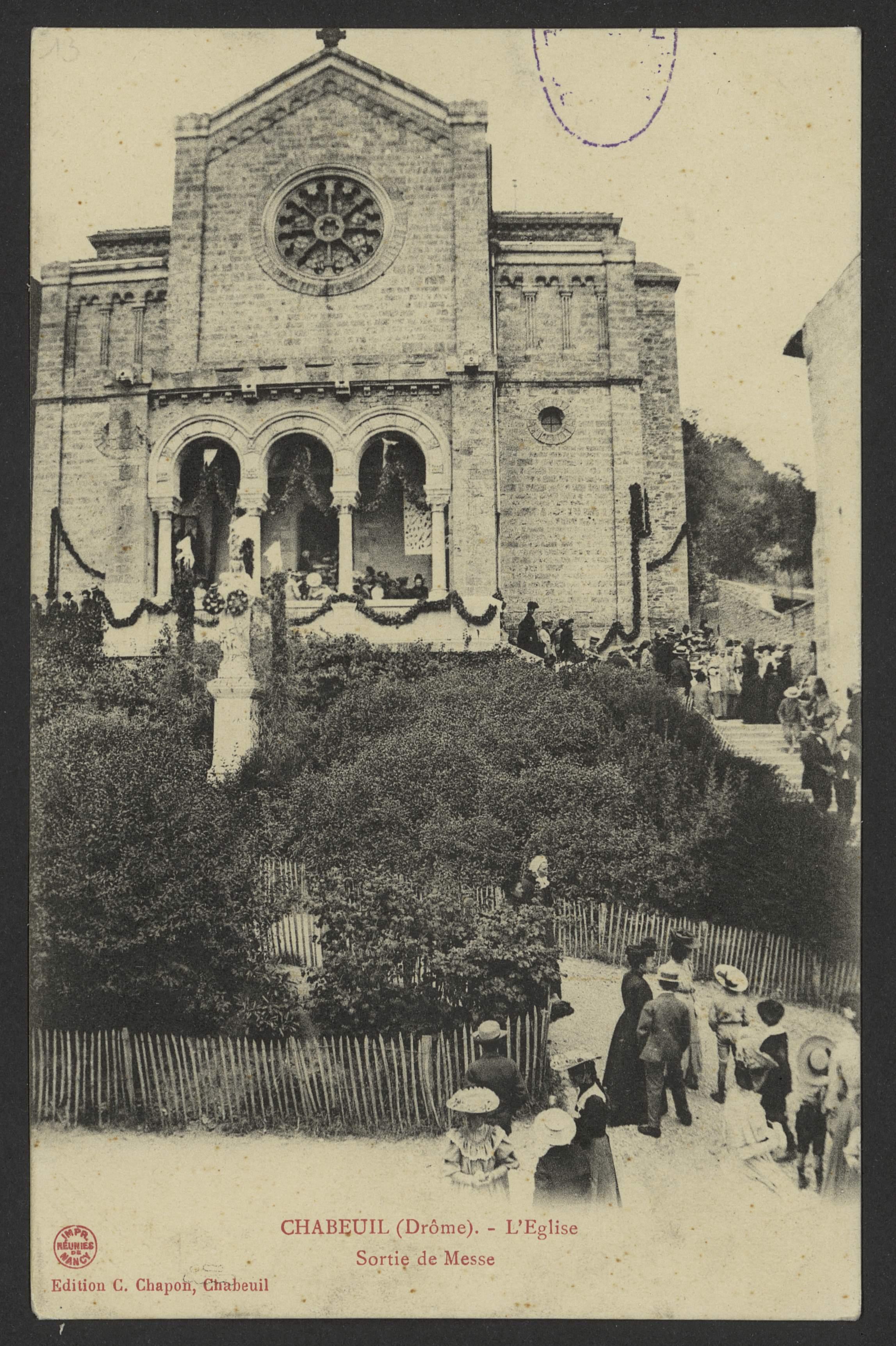 Chabeuil (Drôme). - L'Eglise - Sortie de Messe