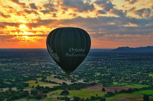 landscape landschaft paisajes natur nature naturaleza ballooning sunrise bagan myanmar birma birmania burma clouds wolken nubes sonnenaufgang heisluftballon outdoor