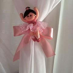 Prendedor de cortina bailarina...para a princesa Sophia...#feltrosantafe #feltro #bebe #gravidez #gravida #gravidinha #enxovalbebe #decoraçaobebe #quartodebebedecorado #quartodebebedecor #decoracaomeninas #decoracaomenina
