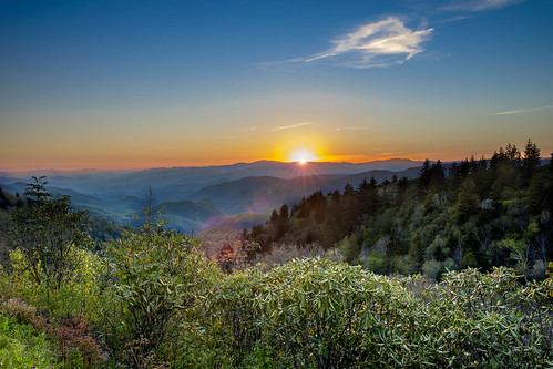 sun sunset glow sky orange greatsmokymountains blueridgeparkway cherokee maggievaley waterrock overlook vista scenery travel northcarolina beautiful endofday dusk evening nature natural dslr 5d markiv lensflare paradise
