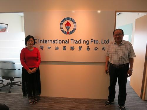 圖12莊理事長拜訪中油公司新加坡子公司