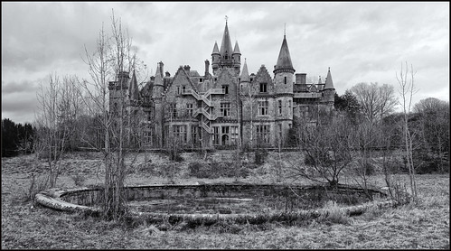 Château de Noisy ... demolition has begun