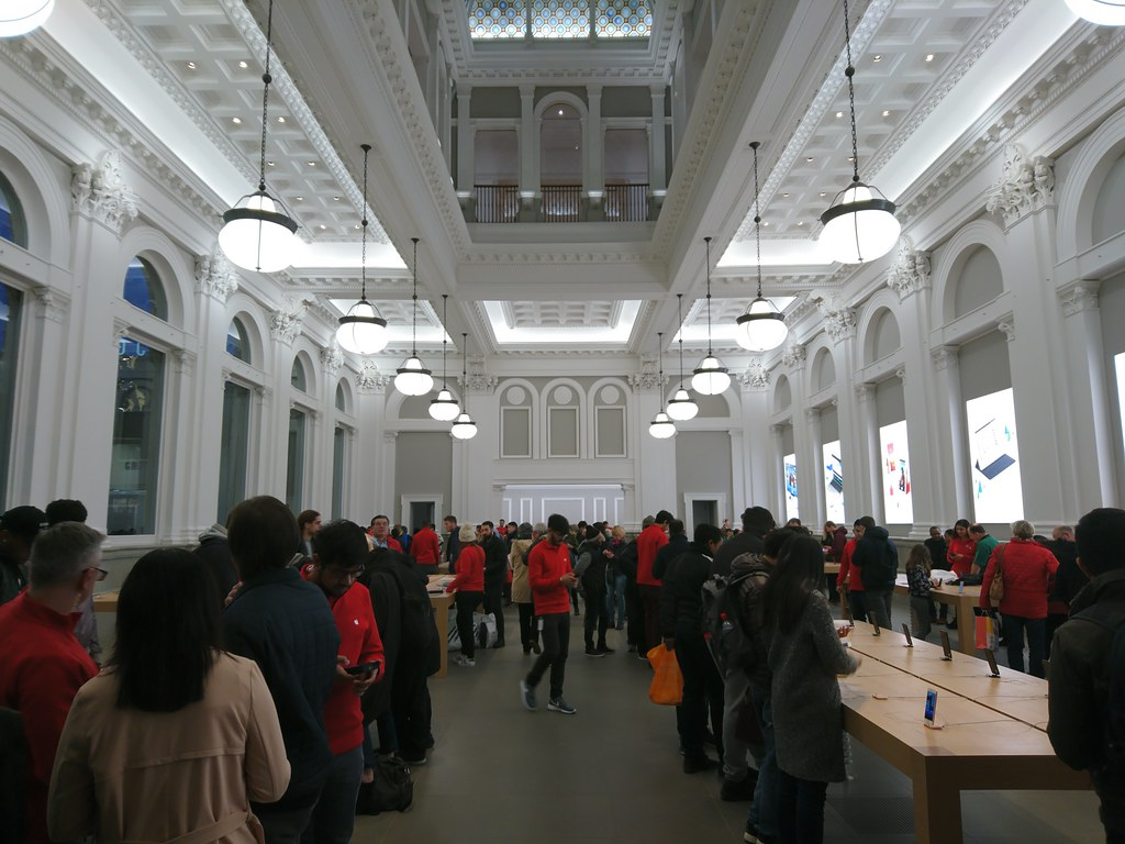 Apple Store, Birmingham, UK | Stephen Cannon | Flickr