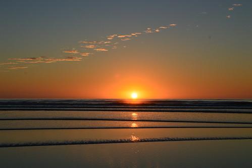 sunrise sun sea beach waves water clouds glow reflect reflections misty christchurch spencerpark newzealand ngc