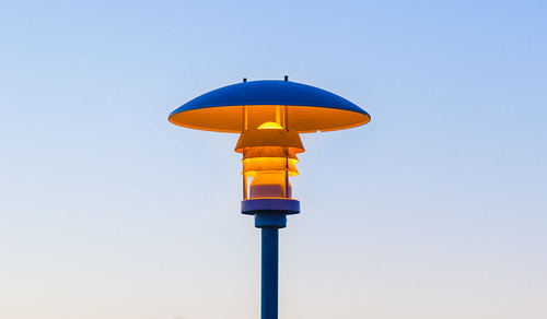 island iceland remo bivetti nikon d800 lantern nikkor night photography colour saturating laterne simply simplify minimal minimalism vibrance travel fotografie orange blue burning