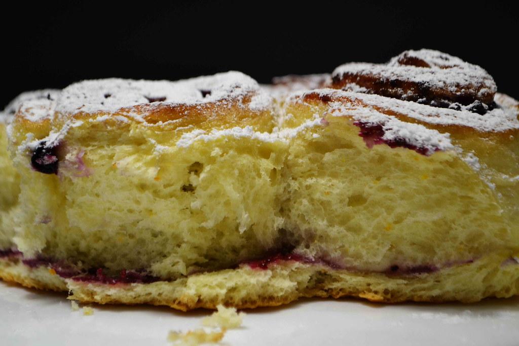 Дрожжевой пирог со смородиновым вареньем