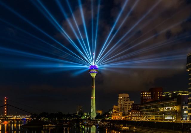 Fernsehturm Düsseldorf bei Nacht 1