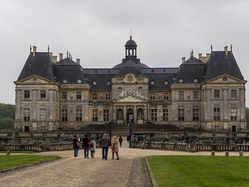 Le château de Vaux le Vicomte de face   by Cpt_Love