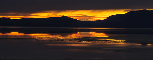hooper utah unitedstates us antelopeisland greatsaltlake saltlakecity sunset gold silhouette reflection lake beach mountains clouds pentaxk1 pentax70200mm pixelshift