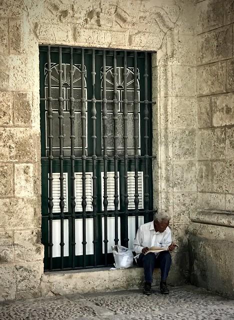 Reader in Havana