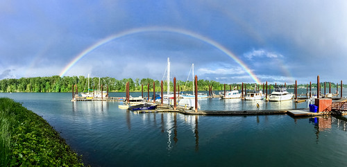 iphone6 cameraphone portland johnslanding southwaterfront landscape rossisland willametteriver pdx pnw pacificnorthwest water boats harbor green spring weather rainbow sky oregon