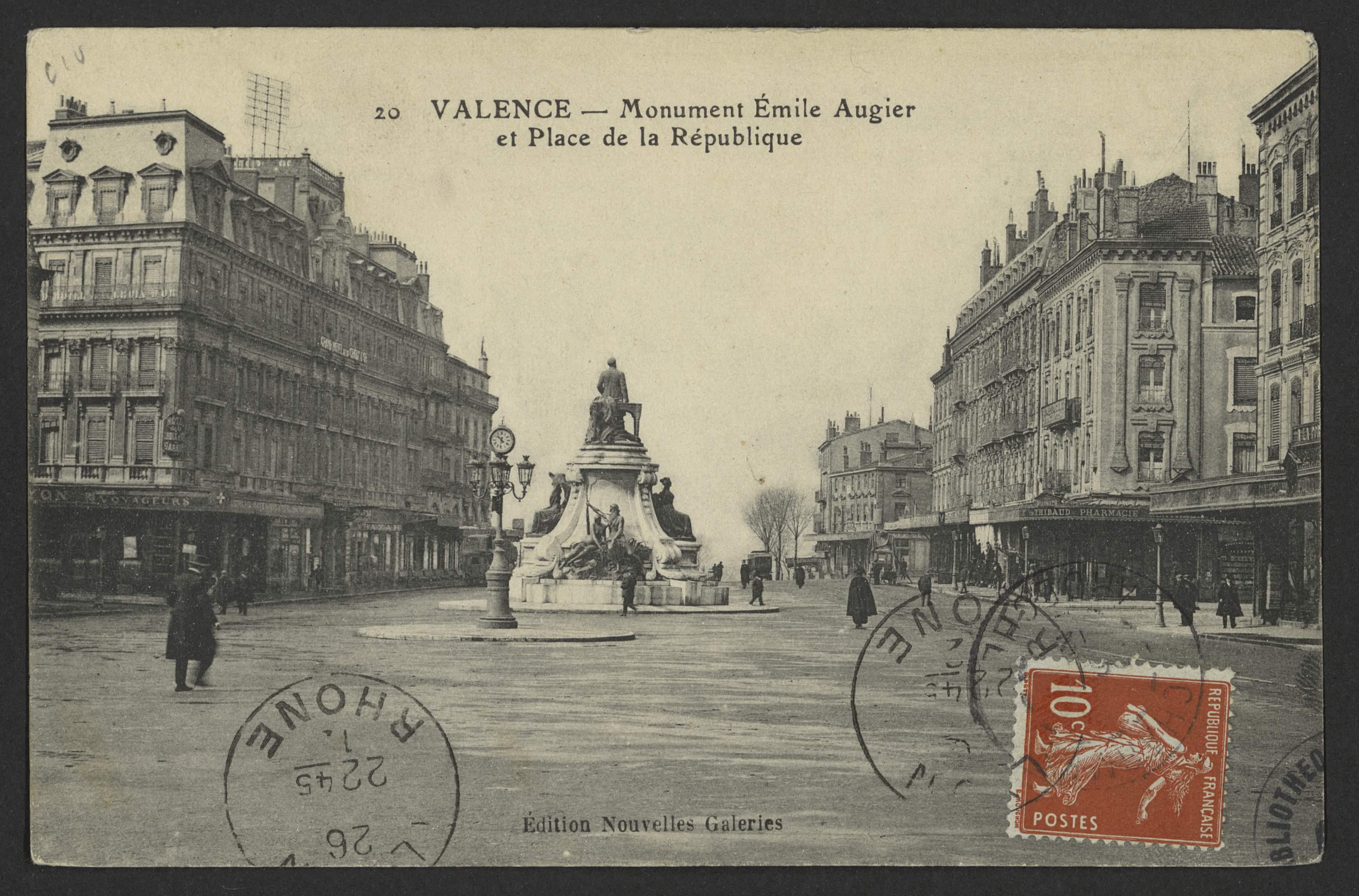 Valence - Monument Émile Augier et Place de la République