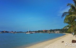 Bangrak Beach, the departure and arrival beach for nearby Islands of Koh Phangan, Koh Tao and Koh Nang Yuan | by Island Info