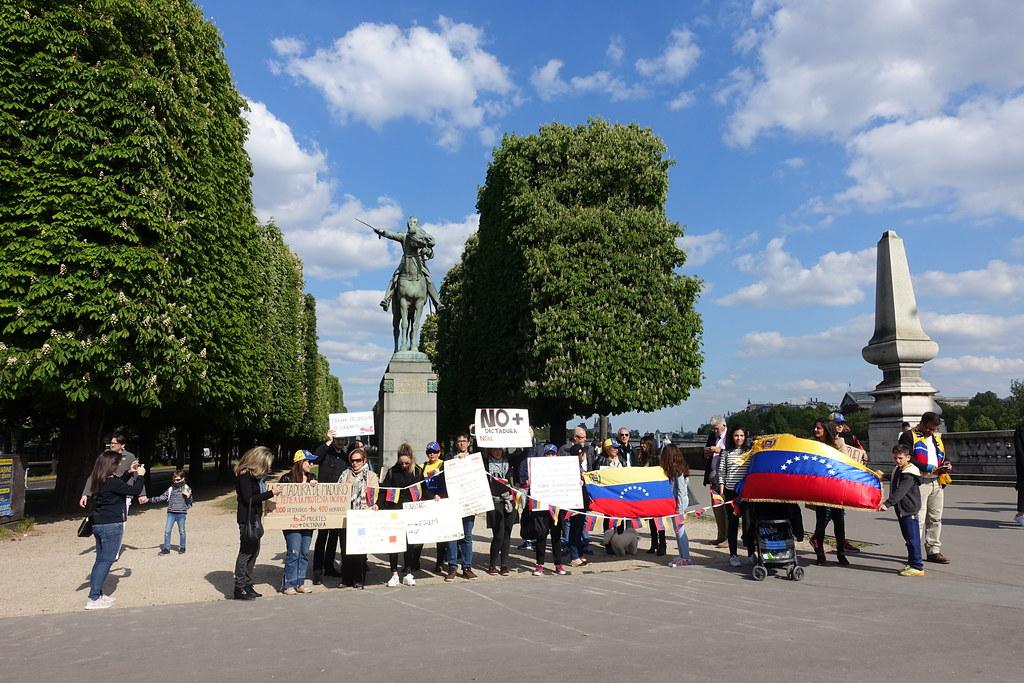 Anti-Maduro (Venezuela) protest @ Statue of Simone Bolivar @ Paris