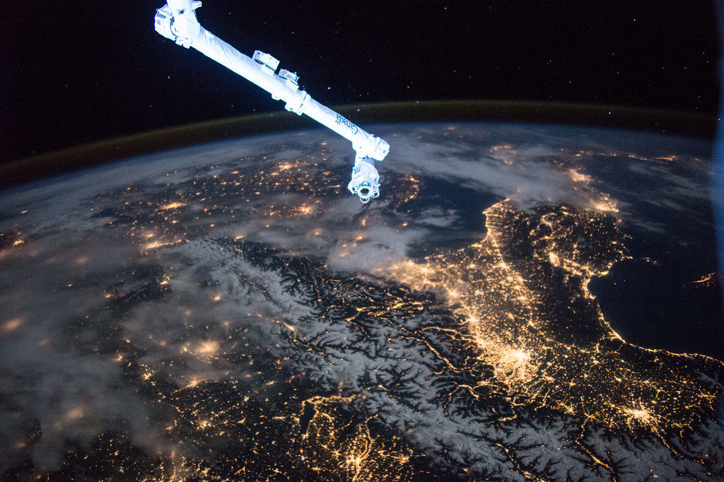 Canadarm 2 Over Night-time Earth | Crew members on the Inter