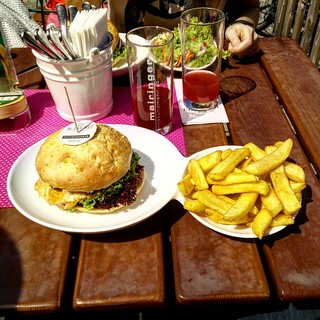 Petersburger Burgerei Linz, beautiful sunny day after the night shift #burger #burgerei #linz #fleischistmeingemuese #delicious #sun #spring #summer | by Ninjasurgeon