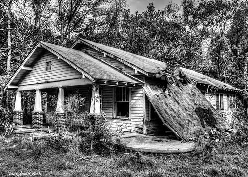 blackandwhite abandoned urbex urbanexplorer decaying house architecture building structure bw blackwhite