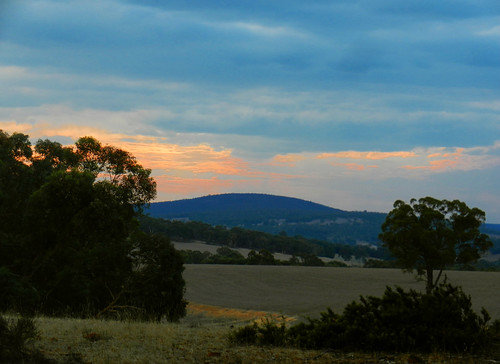 western australia bannister landscape sunset sun tree bush sky cloud dana iwachow nikon s9200