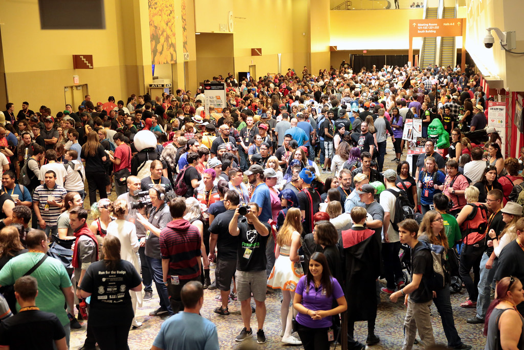 Phoenix Comicon attendees   Attendees outside the exhibit fl…   Flickr