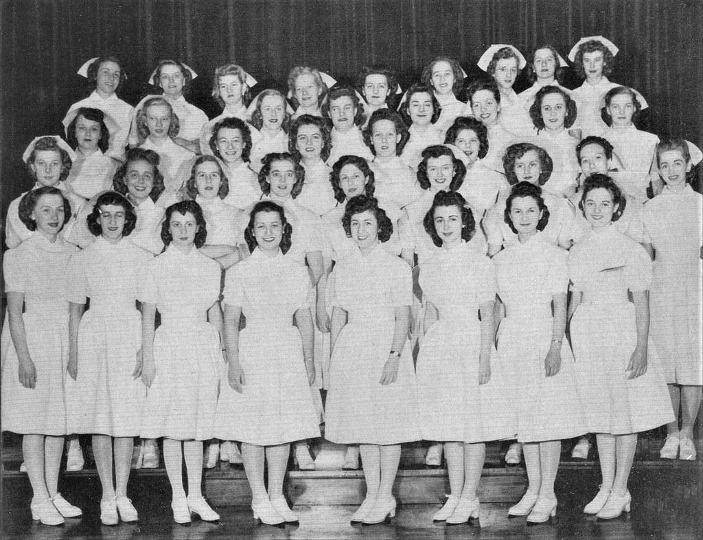 Mercy School Of Nursing >> Nursing Student Graduates At Mercy Hospital School Of Nurs