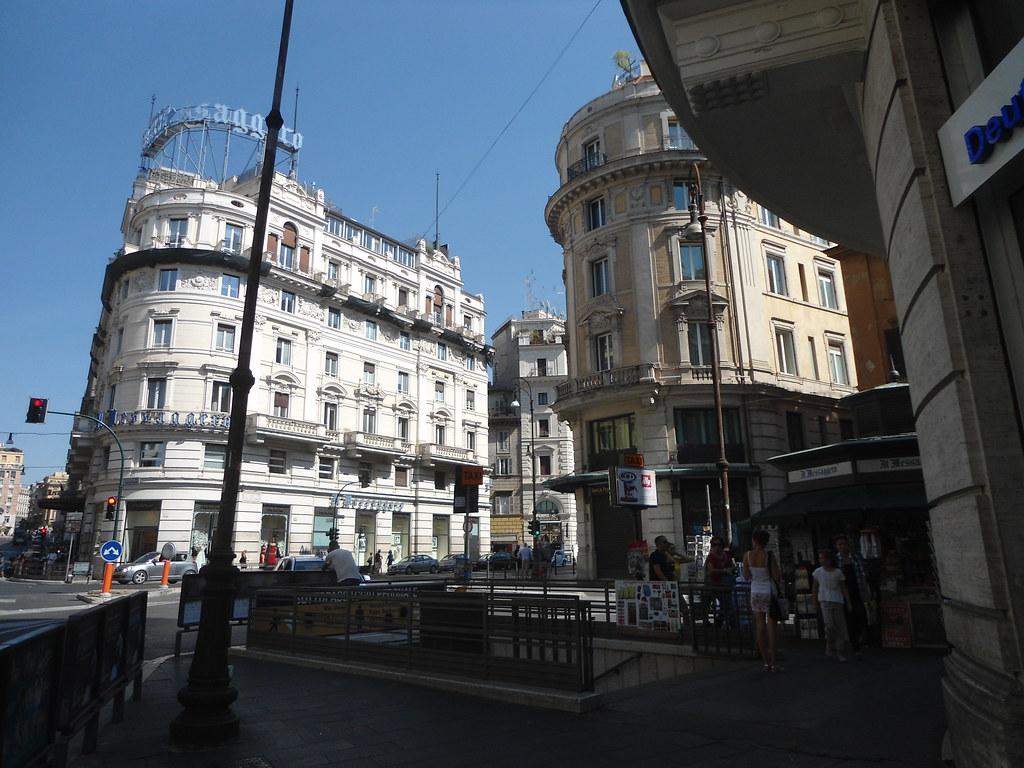 huge selection of b4e26 acaab Via del Tritone, IL MESSAGERO, Hotel Sina Bernini Bristol ...