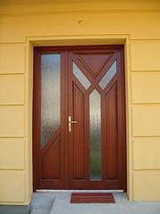 Egyedi fa bejárati ajtó