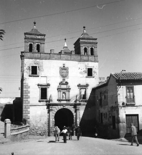 Puerta del Cambrón. Toledo en los años 50. Fotografía de Nicolás Muller  © Archivo Regional de la Comunidad de Madrid, fondo fotográfico