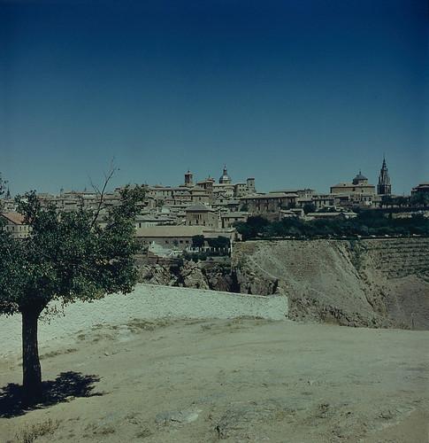Vista de Toledo desde la Ermita de la Cabeza en los años 60. Fotografía de Nicolás Muller  © Archivo Regional de la Comunidad de Madrid, fondo fotográfico
