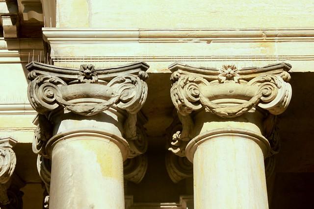 Königskolonnaden: Säulen