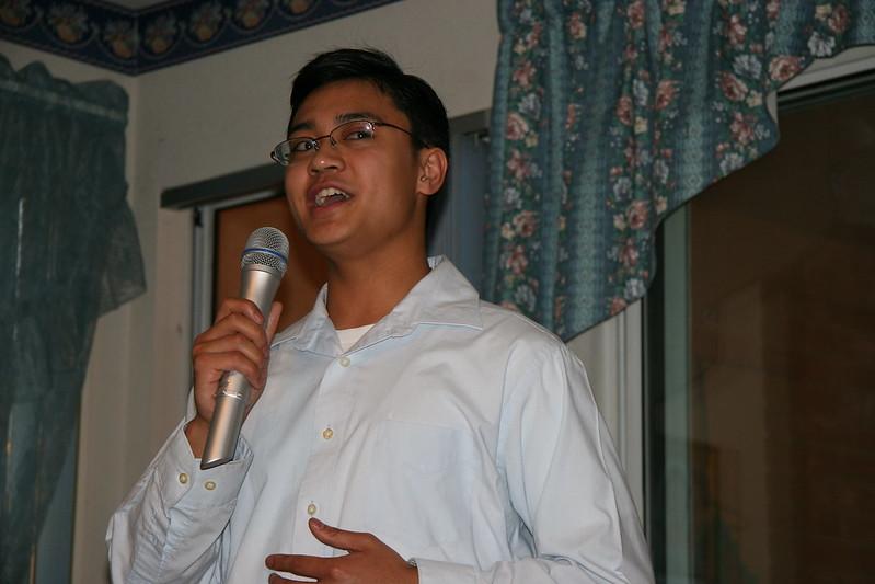 Derrick Sings