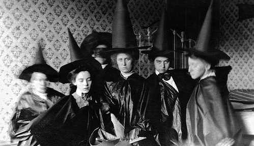 Nothin' says lovin' like somethin' from the coven