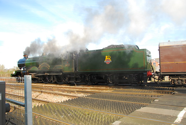 """Railways –5043 """"Earl of Mount Edgcumbe"""" approaches Tramway Junction, Gloucester"""