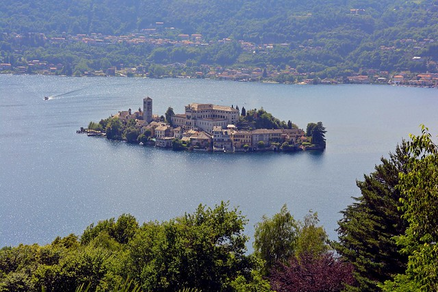 L'isola di San Giulio nel lago d'Orta