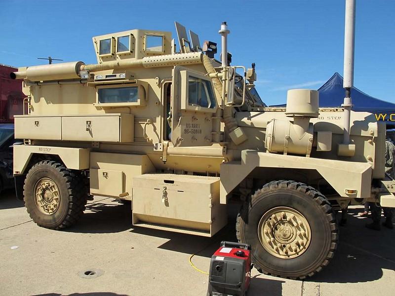 クーガー 4x4 MRAP 1