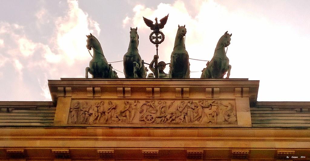 Berlino 24/07/2016: Details of the Brandeburg Gate  /  Dettagli della Porta di Brandeburgo