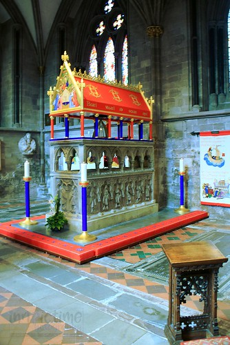 tomb memorial monument church cathedral cofe candles hereford herefordcathedral 520543902716028 saintthomasdecantilupe lectern bishop saint availablelight shrine